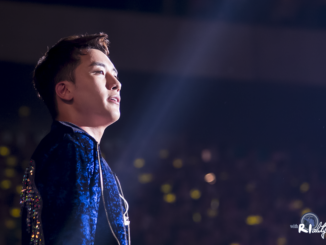 The photo of Seungri at his band's concert