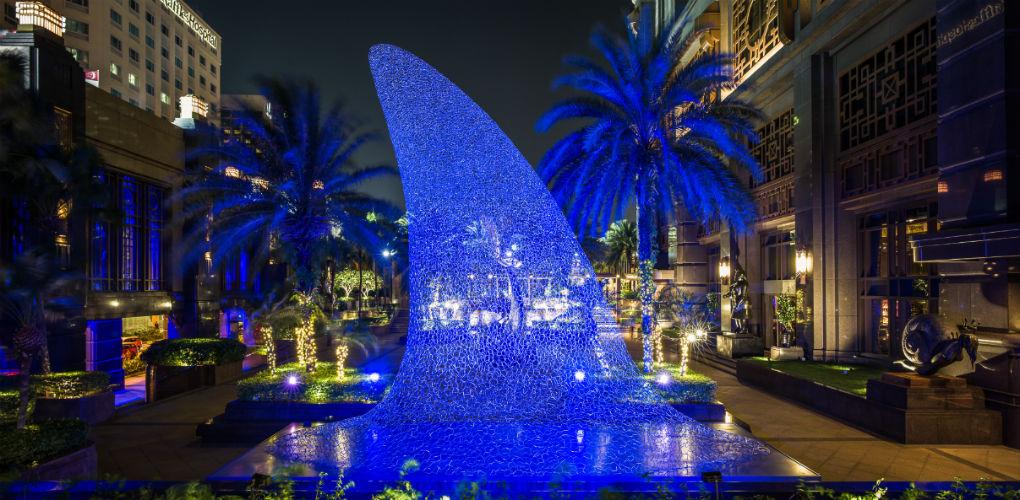 Shark fin light with bubble structure