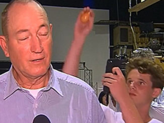 Senator Fraser Anning gets egged by a 17-year-old