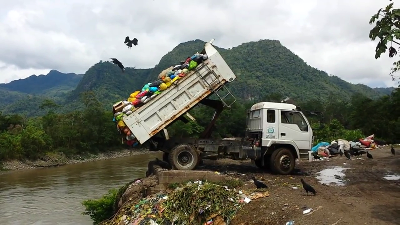 800px-Dump_Truck_Dumping_Toxic_Medical_Waste